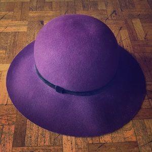 Vintage Kangol eggplum hat